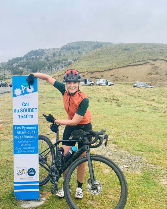 Sara am Col du Soudet - Pyrenäen Durchquerung Rennrad